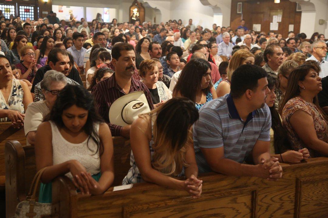 23CATHOLICS5-superJumbo photo latino parents